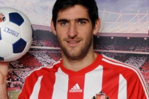 Danny Graham scored his first goal in 28 months, as Sunderland claimed a 2-0 win at Everton