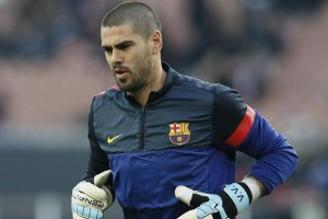 Spanish international 'keeper Victor Valdes has been told he can leave Manchester United this summer