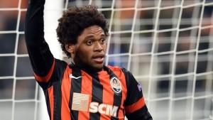 Brazilian striker Luiz Adriano has joined Italian giants AC Milan from Shakhtar Donetsk